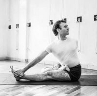 Iyengar yoga with David Meloni